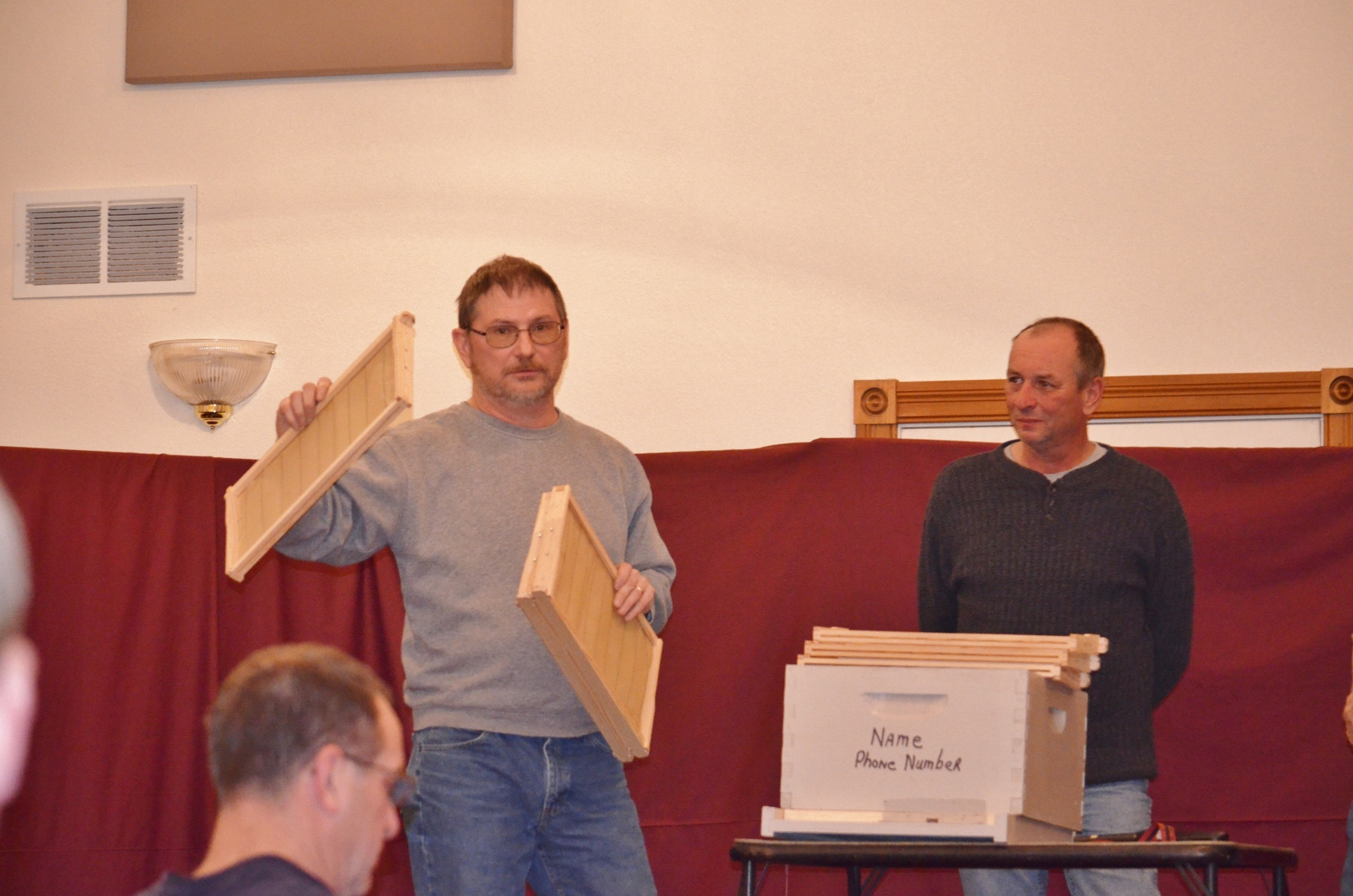Barry Kniceley & Chuck Cienawski presenting how to prepare your nucs for bee pickup