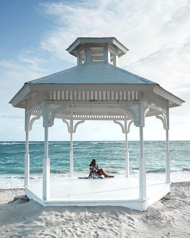 Mind=here⠀⠀⠀⠀⠀⠀⠀⠀⠀ ⠀⠀⠀⠀⠀⠀⠀⠀⠀ Body=NYC ⠀⠀⠀⠀⠀⠀⠀⠀⠀ ⠀⠀⠀⠀⠀⠀⠀⠀⠀ ⠀⠀⠀⠀⠀⠀⠀⠀⠀ ⠀⠀⠀⠀⠀⠀⠀⠀⠀ ⠀⠀⠀⠀⠀⠀⠀⠀⠀ #tasteintravel#trottermag#clubsocial#travel#goodlivingisglam#instatravel#traveltheworld#traveltheglobe#vacation#travelphotography#thediscoverer#travelblogger #travelblog #beach #adventure #travelblogger #travelbug#globetrotter#dominicanrepublic #puntacana #sunrise #wellness #gliginpuntacana#IamATraveler #travellersnotebook #beach #travelinstyle #travelstagram #sonya7 #sonyalpha