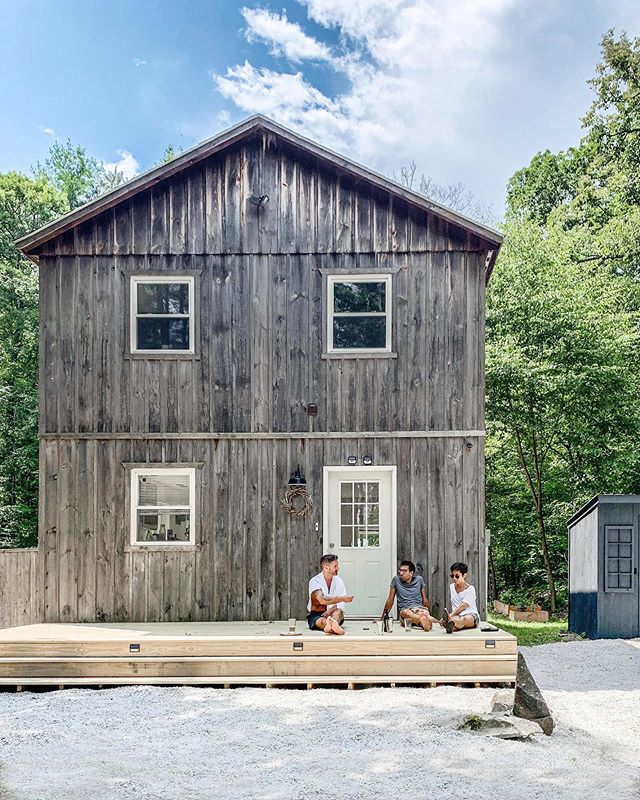 So surreal seeing our little cottage  featured on @airbnb the other week (see our stories). We've been spending more time here at our upstate retreat @barndeimona doing exactly what you see here: relaxing with friends. Rather than writing and gramming about #slowliving, I've been trying to walk the walk by savoring the time we spend tucked away in the woods relatively unplugged. Time there allows me to build the energy I need to live a happy life in the city. Do other city dwellers find it essential to escape the concrete jungle every now and then? ⠀⠀⠀⠀⠀⠀⠀⠀⠀ ⠀⠀⠀⠀⠀⠀⠀⠀⠀ ⠀⠀⠀⠀⠀⠀⠀⠀⠀ ⠀⠀⠀⠀⠀⠀⠀⠀⠀ ⠀⠀⠀⠀⠀⠀⠀⠀⠀ ⠀⠀⠀⠀⠀⠀⠀⠀⠀ ⠀⠀⠀⠀⠀⠀⠀⠀⠀ #country #myhome #homeaway #cabinvibes#bookofcabins #upstatenewyork #hudsonvalley#cabinporn #cabinlove #barns #airbnbphoto #cabindiaries #countrystyle #countryliving #archidaily #dwell #dwellmagazine #tasteintravel#trottermag#traveltheworld#traveltheglobe #escapebrooklyn #andnorth #glampinghub #upstateny #igercatskills #airbnb #beautifulcabins #thecabinchronicles