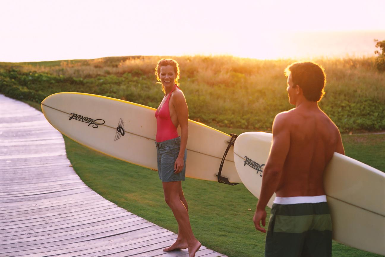 Couple_Boardwalk_Surfboards_Maui_Hawaii.jpg
