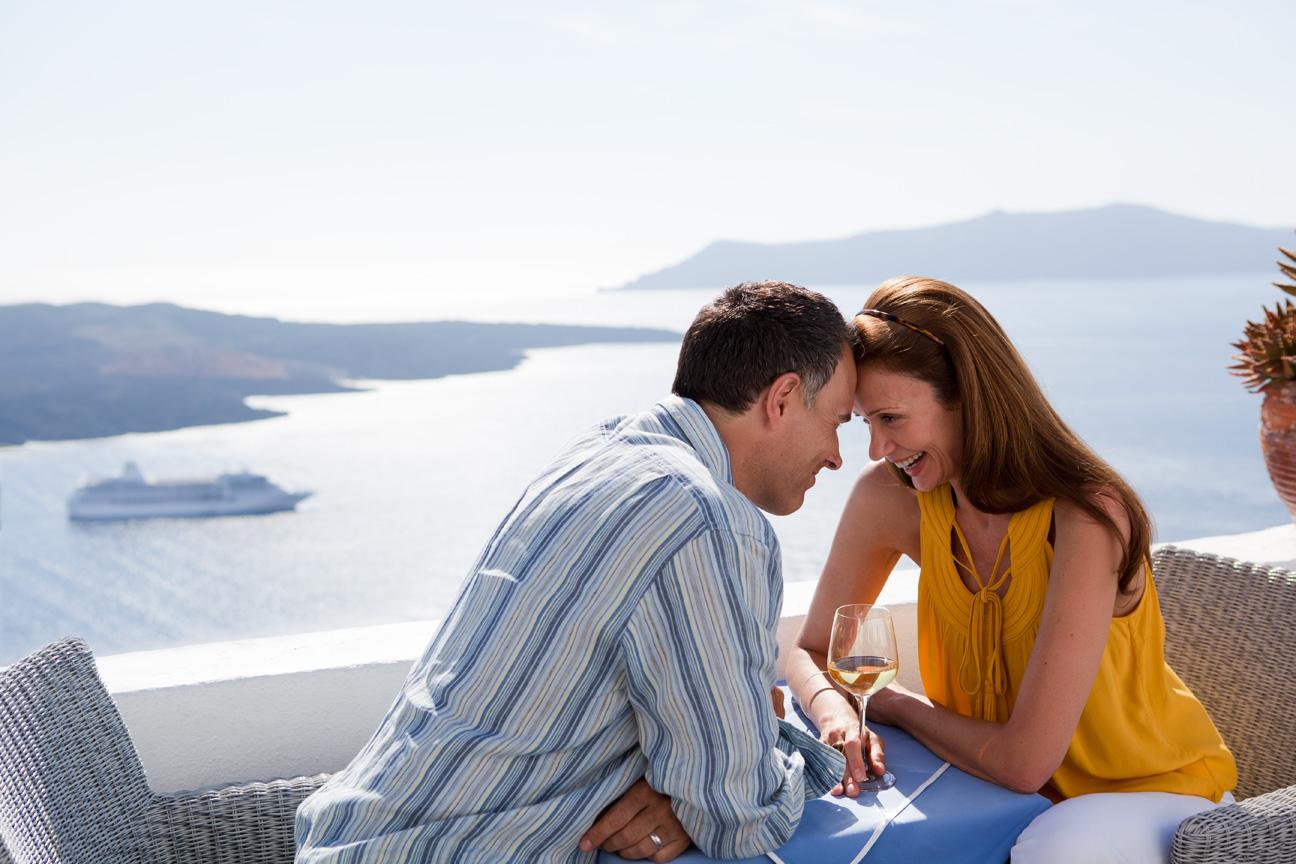 Couple_Enjoying_Caldera_View_Santorini_Greece.jpg