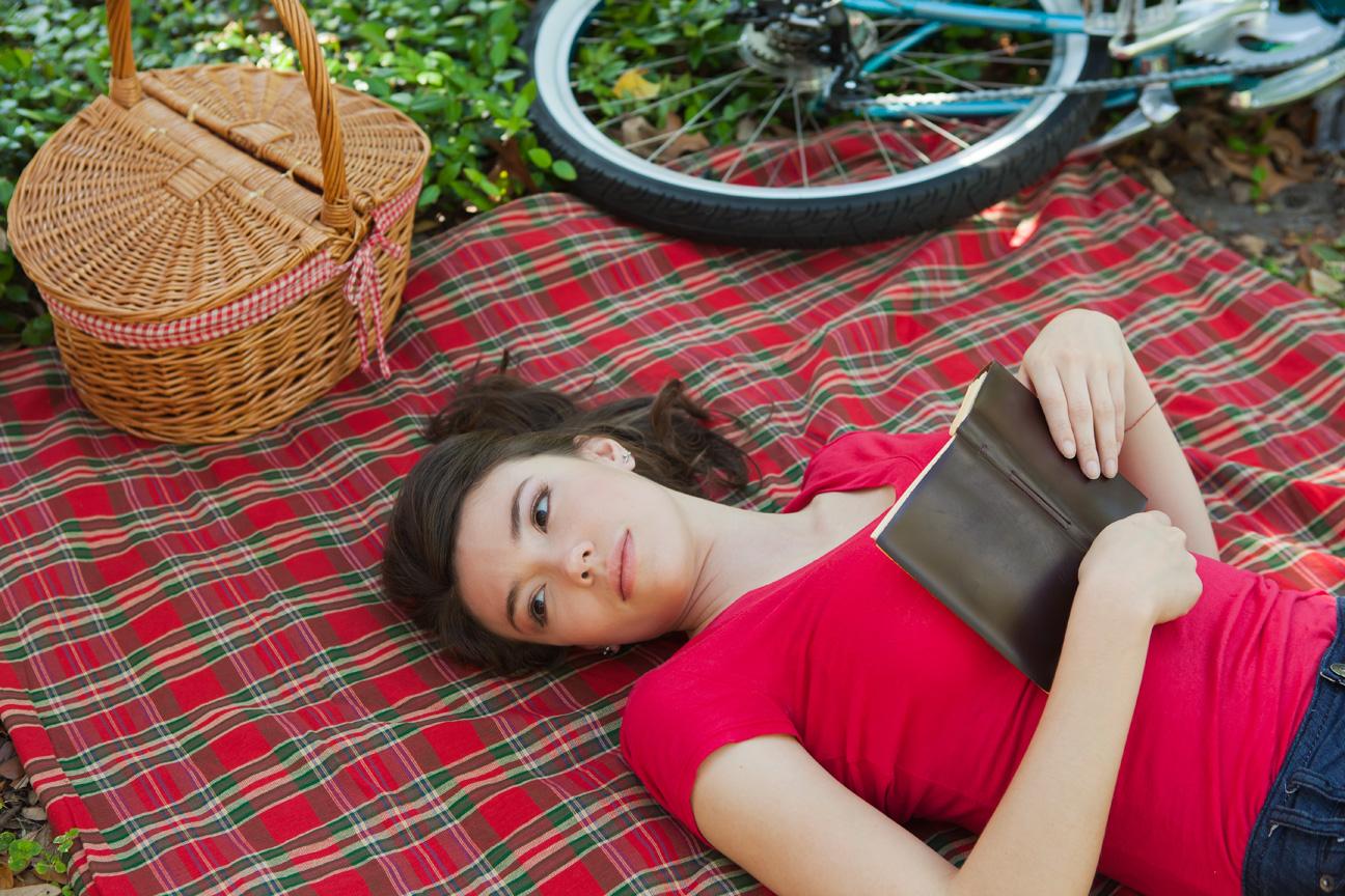 Woman_Relaxing_Picnic_Book.jpg