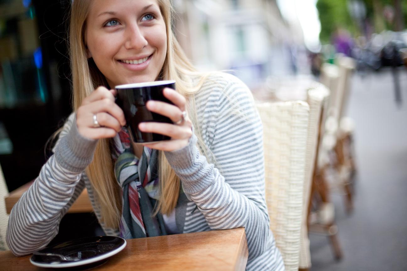 Young_Woman_Sidewalk_Cafe_Paris.jpg