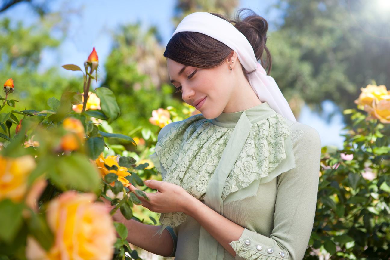 Vintage_Yellow_Rose_Garden.jpg