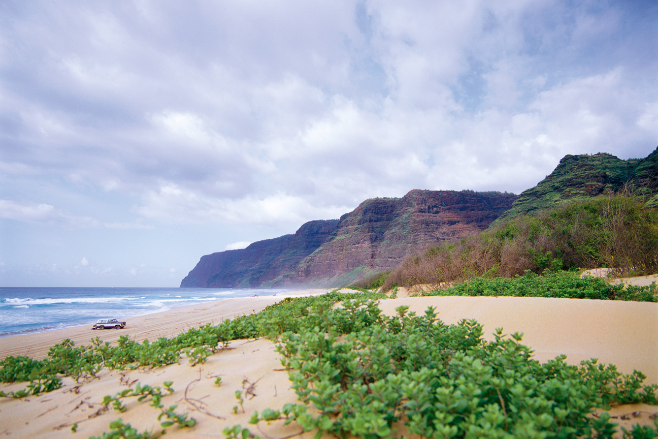 Barking_Sands_Beach_Hawaii.jpg
