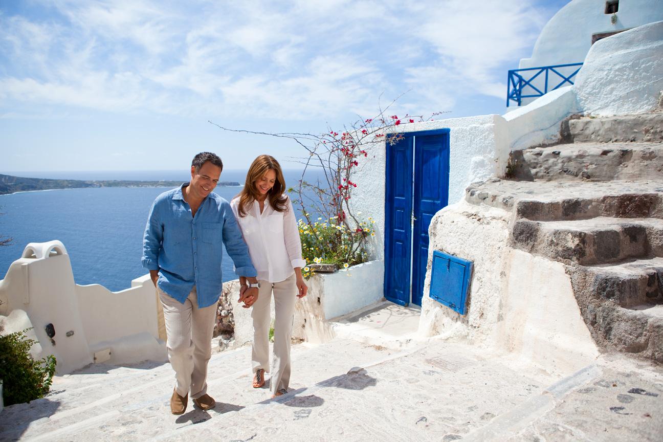 Couple_Holding_Hands_Santorini_Greece.jpg