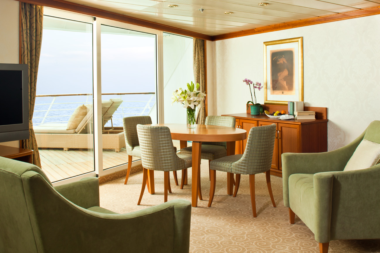 Regent_Cruise_Lines_Seven_Seas_Aft_Suite.jpg