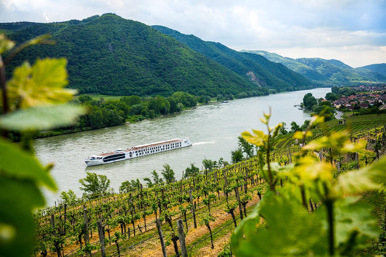 Wachau_Valley_ship_0160-ret.jpg
