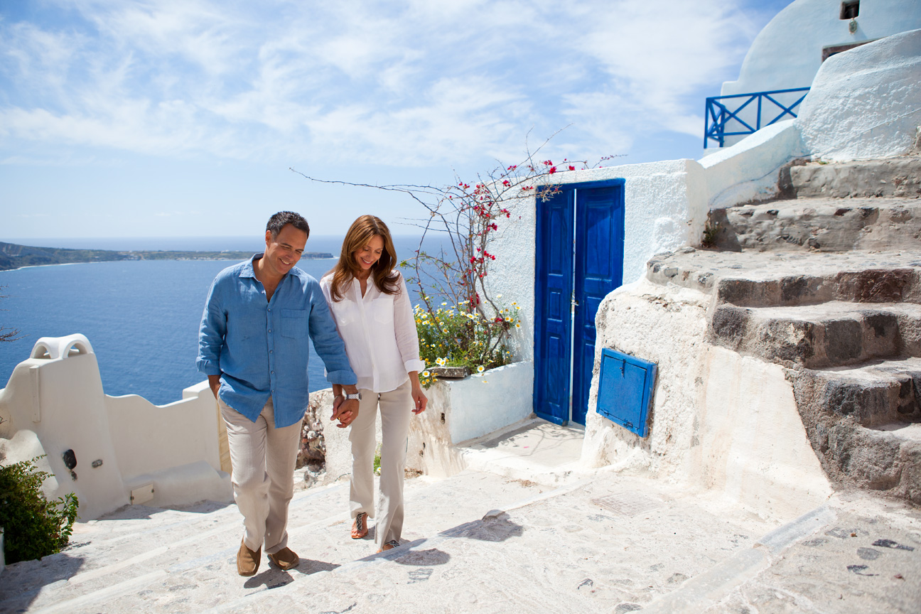 Couple_Holding_Hands_Santorini_Greece.jpg