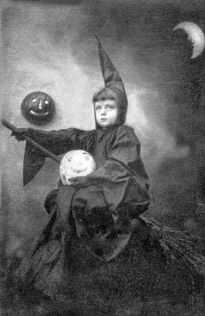 HALLOWEEN Sybil Witch (969A).jpg