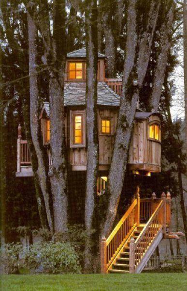 Halloween Witch House (969).jpg