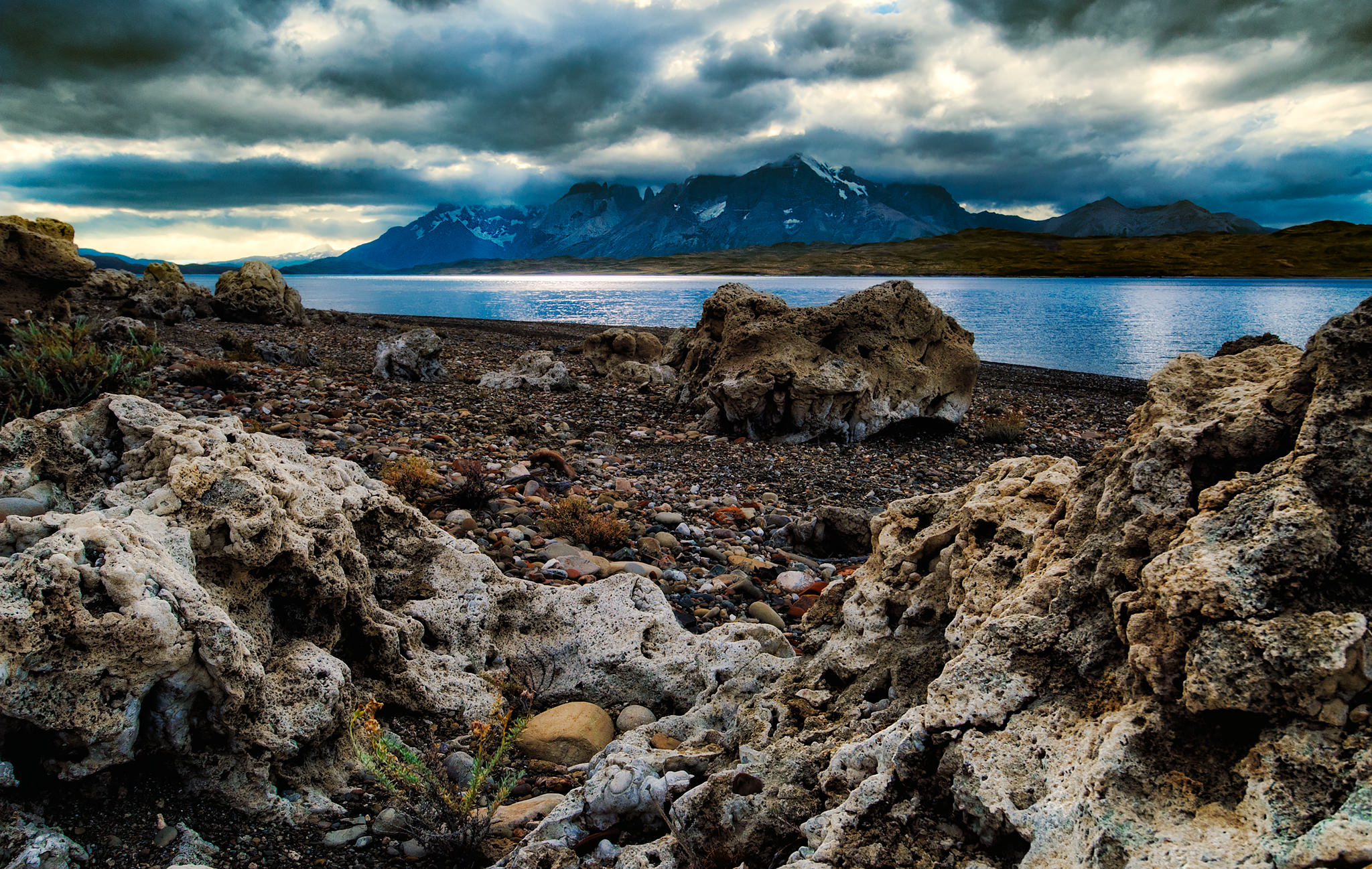 Lago Sarmiento layered 2048.jpg