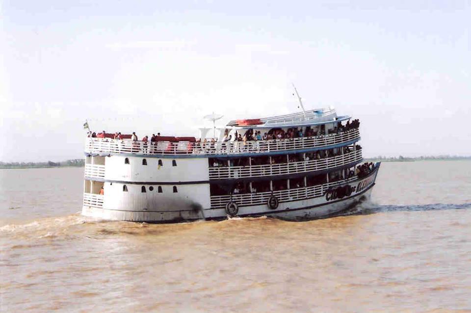 Muitas pessoas utilizam barcos/lanchas/catamarã como passeios turísticos, mas quantos brasileiros ainda utilizam estes meios como transporte diário para locomoção?