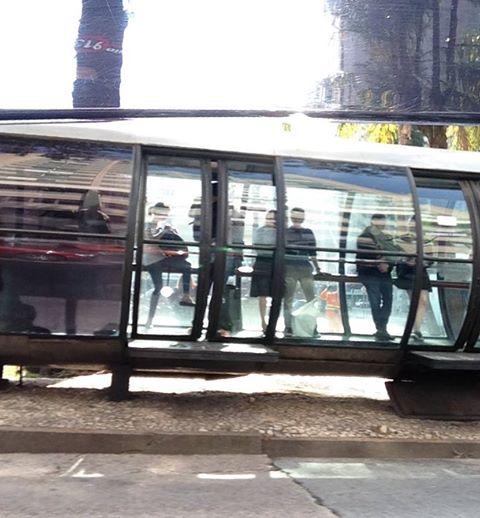 Curitiba é um modelo de transporte integrado no Brasil. Mas o ponto de onibus virou referencia na area de arquitetura urbana. Quais as outras referencias no Brasil?
