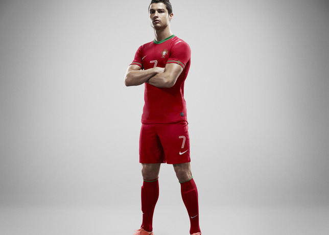 ronaldo_portugal_home_ntk_01_large.jpg
