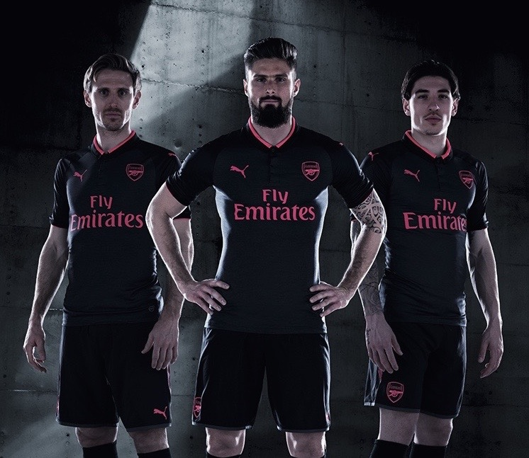 17AW_BTL_TRADE_TS_Football_Step-Out_xStanding-Trio-Arsenal.jpg