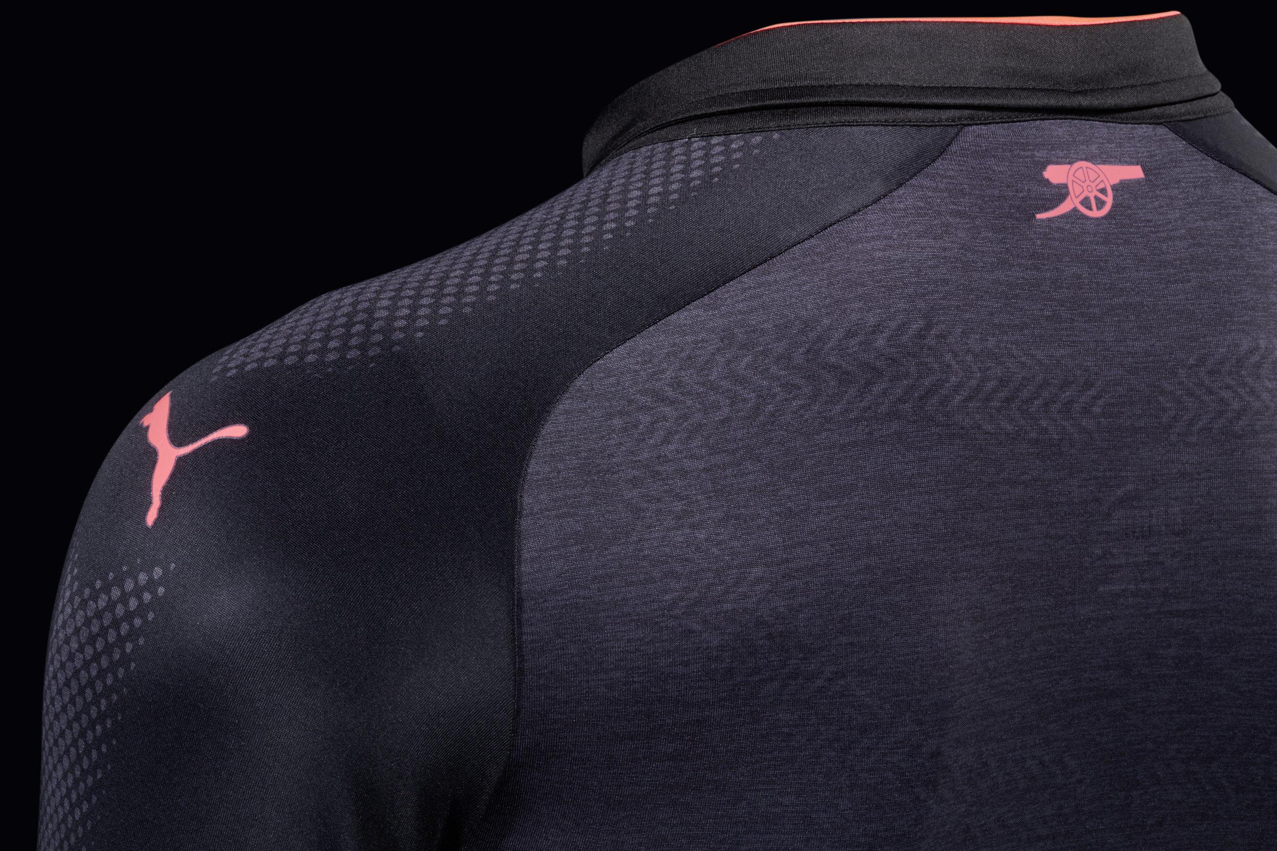 17AW_PR_TS_Football_Step-Out_Shirt-Details-Arsenal_2.jpg