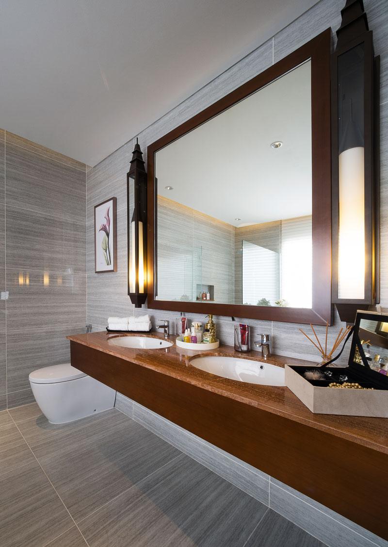 The-Riviera-Master-Bathroom1.jpg