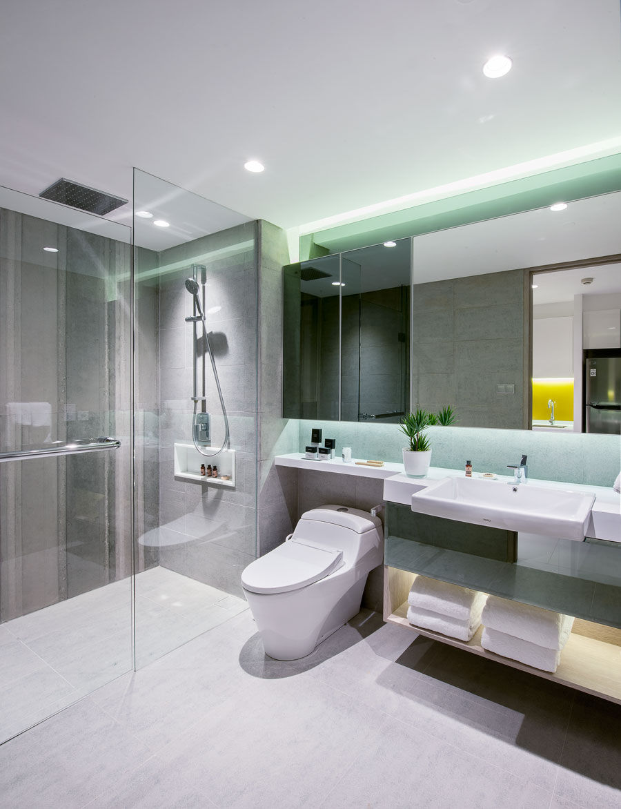 Oakwood-Surabaya-Studio-Bathroom.jpg