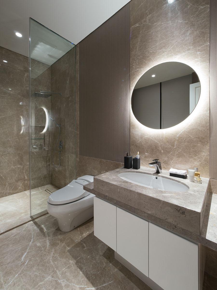 Financial-Director's-Room-Bathroom.jpg