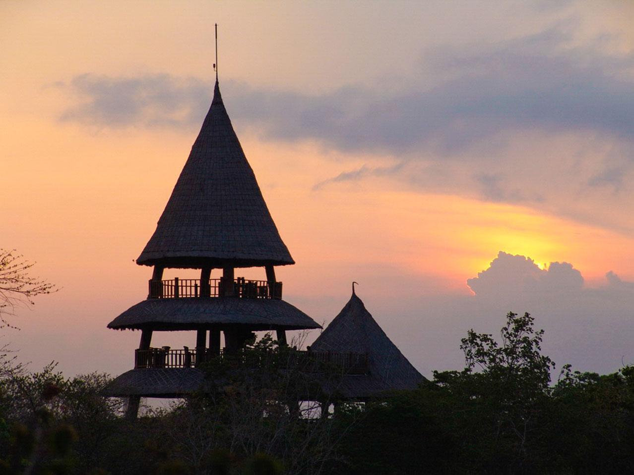 Bali_Tower_sunrise.jpg
