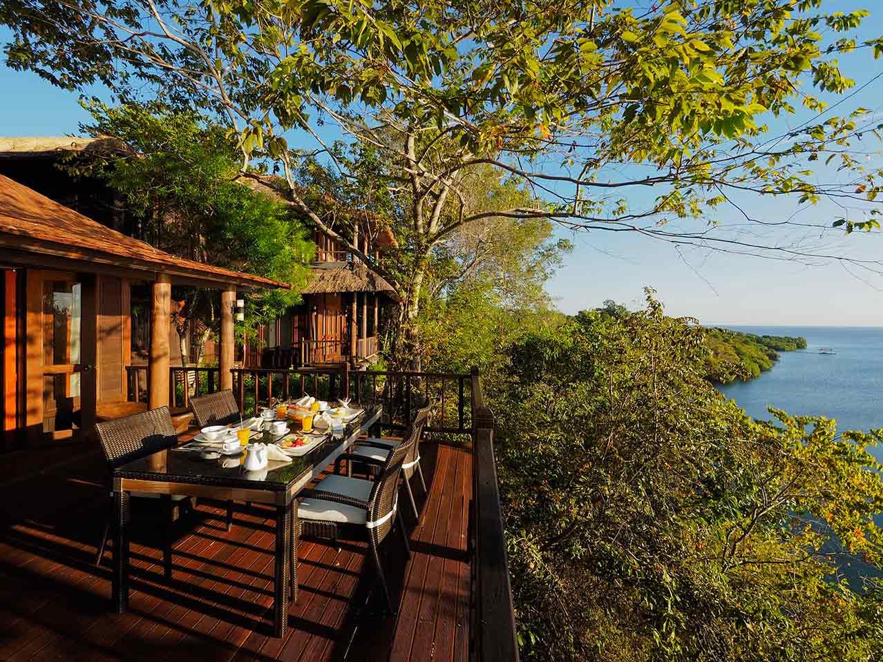 The_Menjangan_Residence_breakfast_at_balcony.jpg