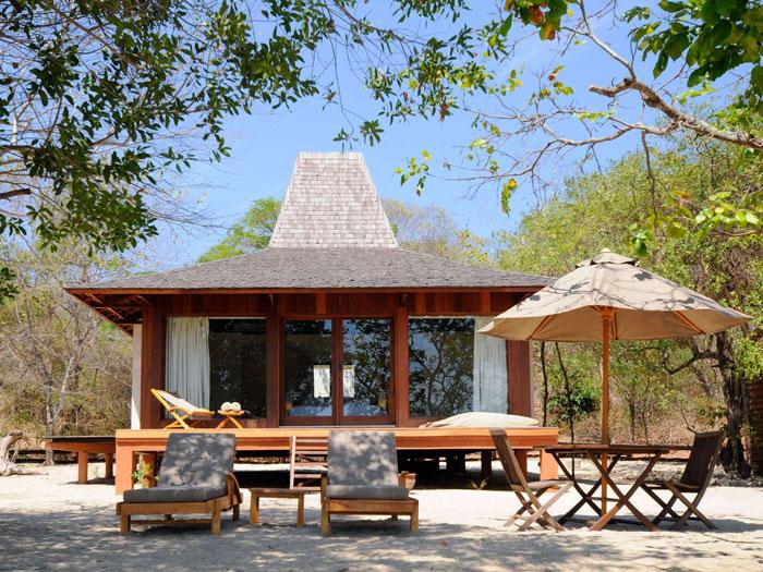 Menjangan-Resort-Beach-Villa3.jpg