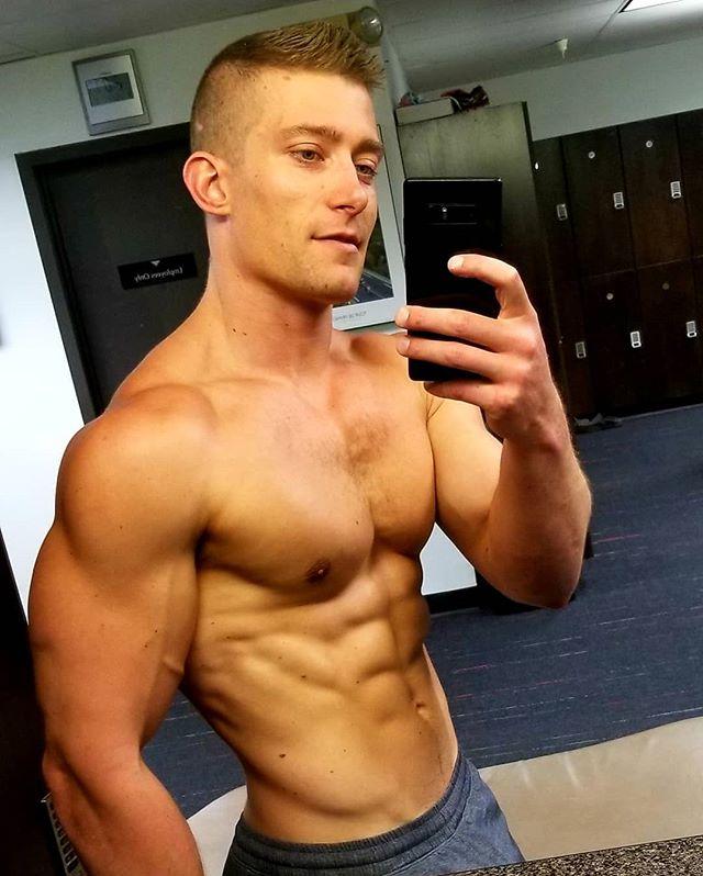 #shoulderday @rallysportboulder . #bodyimage #bodybuilding #strength #gym #gymmotivation #strengthtraining #workoutmotivation  #workout #shoulders #traps #flex #bodybuildingmotivation #rallysport #rallysport