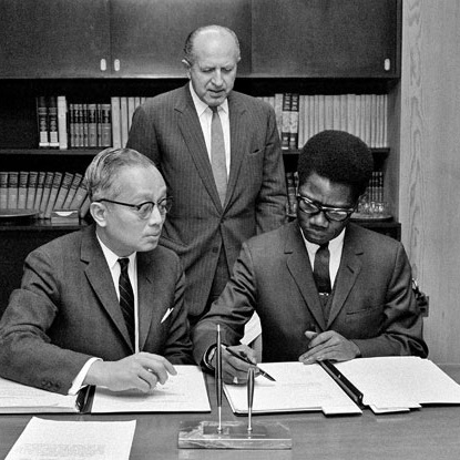 SIGNING OF THE CONVENTION (VIA  UN PHOTO )