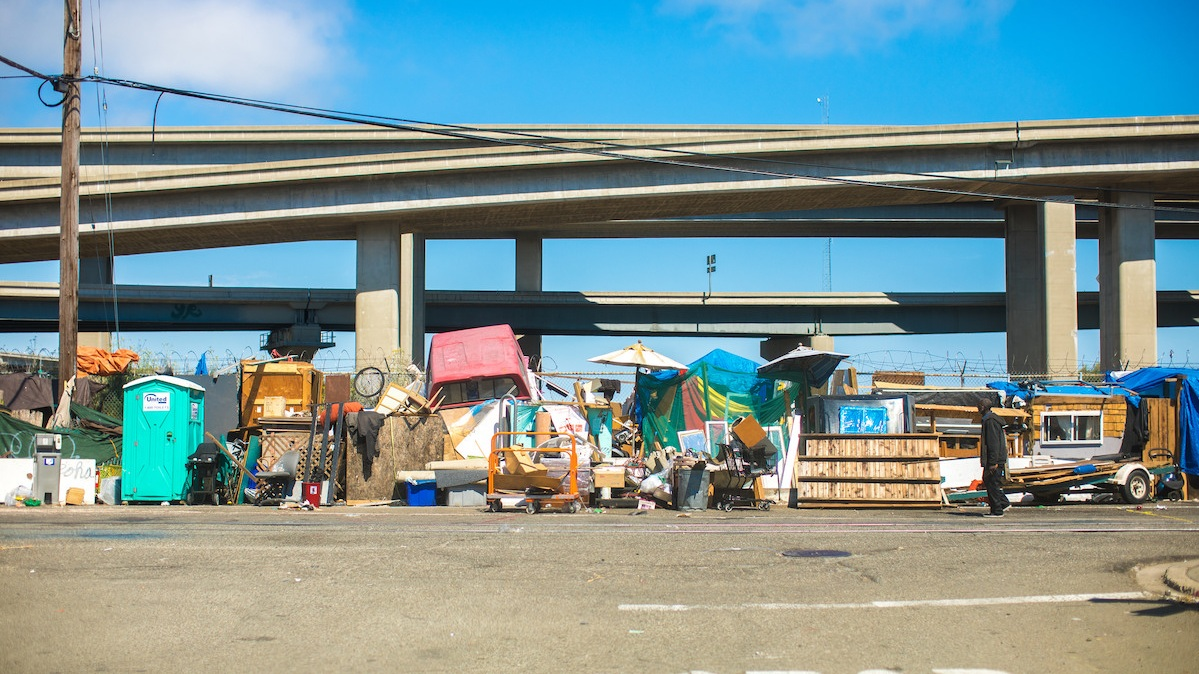 Homeless encampment in West Oakland, 2017 (Image by Thomas Hawk via  Flickr )