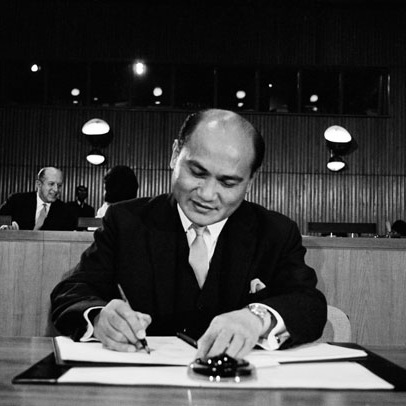 UN AMBASSADOR FROM THE PHILIPPINES SIGNS THE COVENANT (VIA  UN PHOTO )