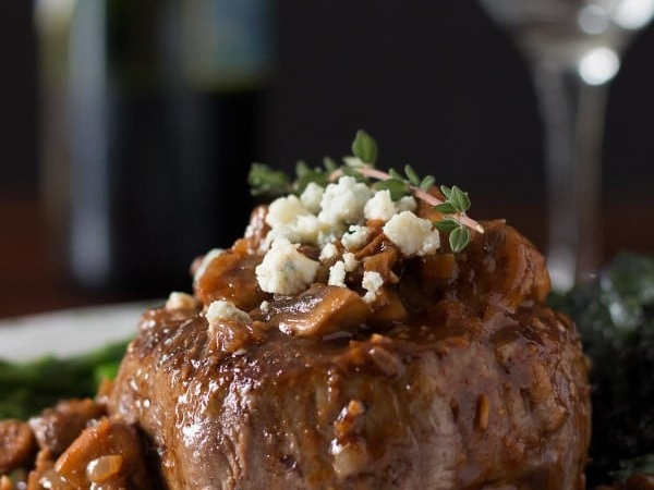 romantic-filet-mignon-dinner-for-two-2-1-600x800.jpg
