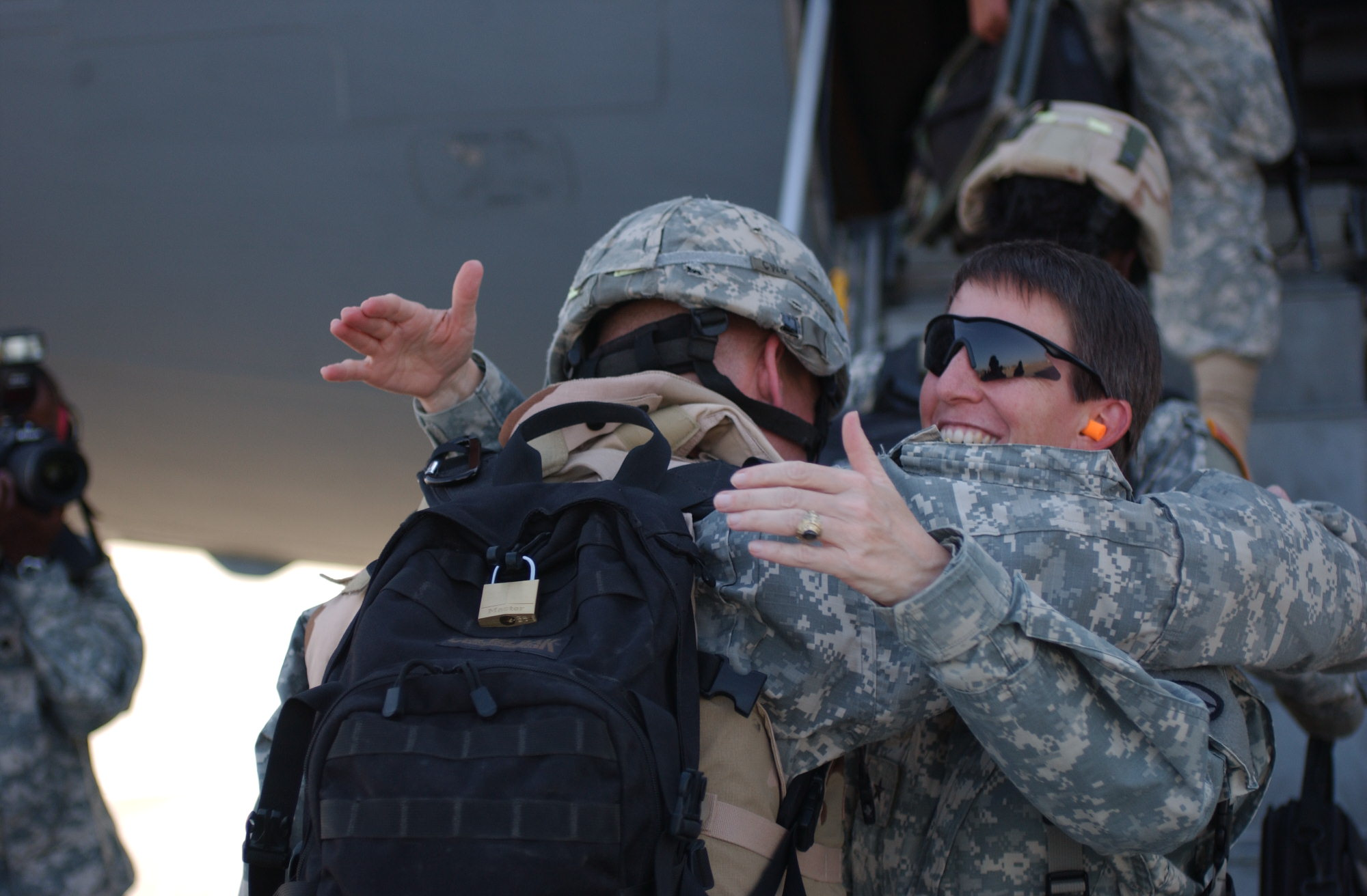 Brigadier General Halstead thanks soldiers getting on the plane to leave Iraq.