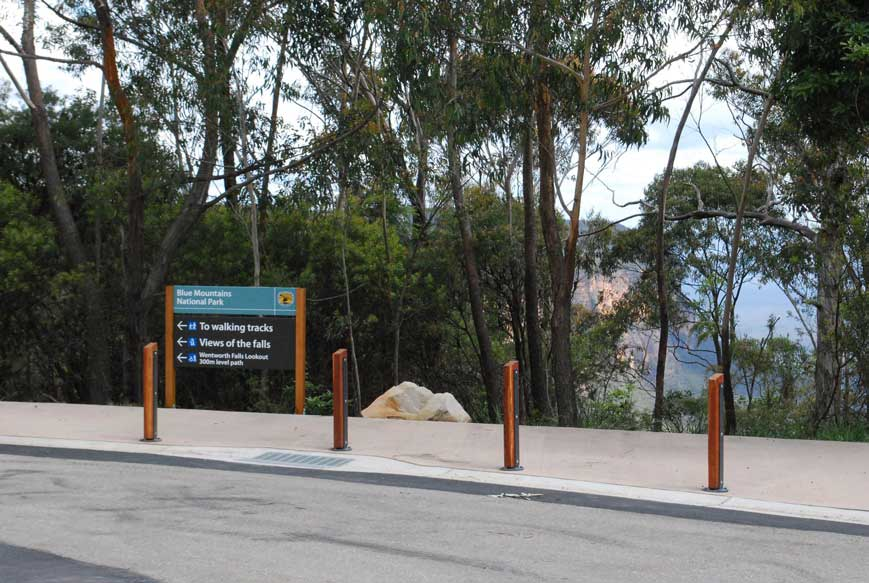 Wentworth Falls directional sign.jpg