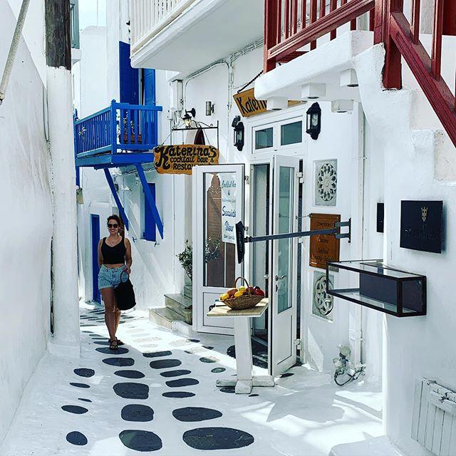 Exploring Mykonos town 🇬🇷💙 #thesearchisover #mykonos #mykonostown #greece