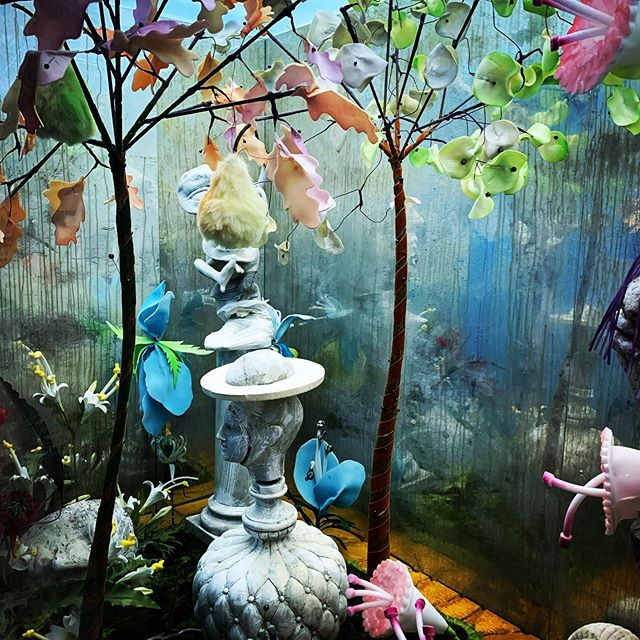 Loved visiting Tim Walker's exhibition Wonderful Things at the V&A - so cool to see what inspires his super creative mind  #timwalker #wonderfulthings #vanda #photography #exhibition #london