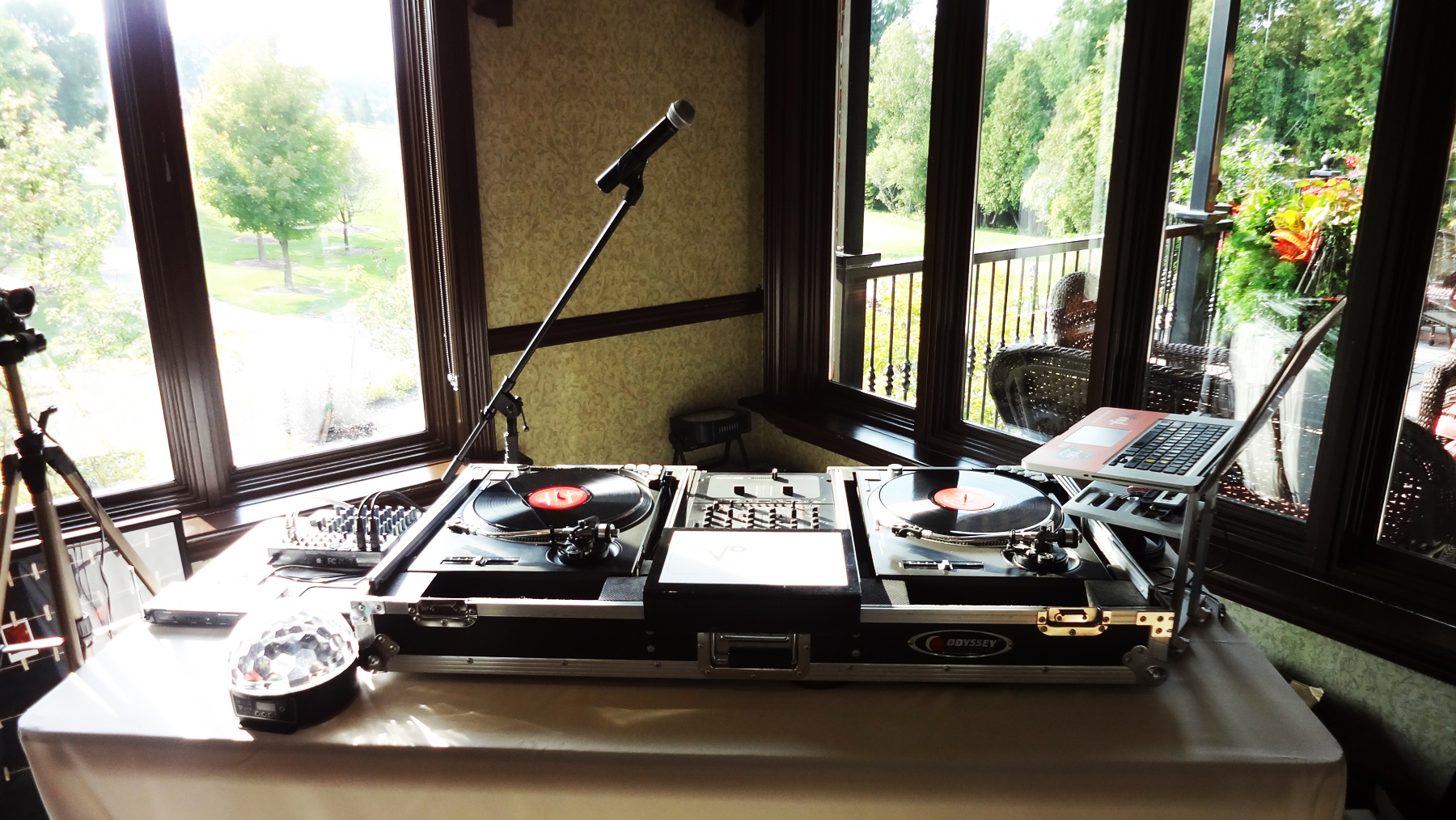 Del Vinyl Wedding Dj Setup two mic 2.jpg