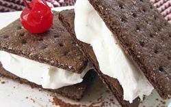Graham Cracker Ice Cream Sandwich