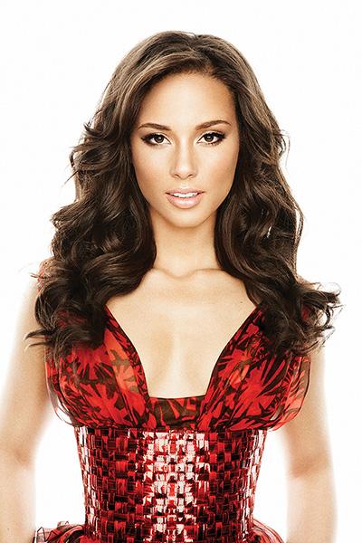 Flare Alicia Keys Shot 02_021.jpg