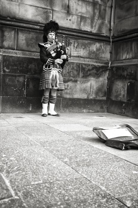 Edinburgh Piper, March 2012