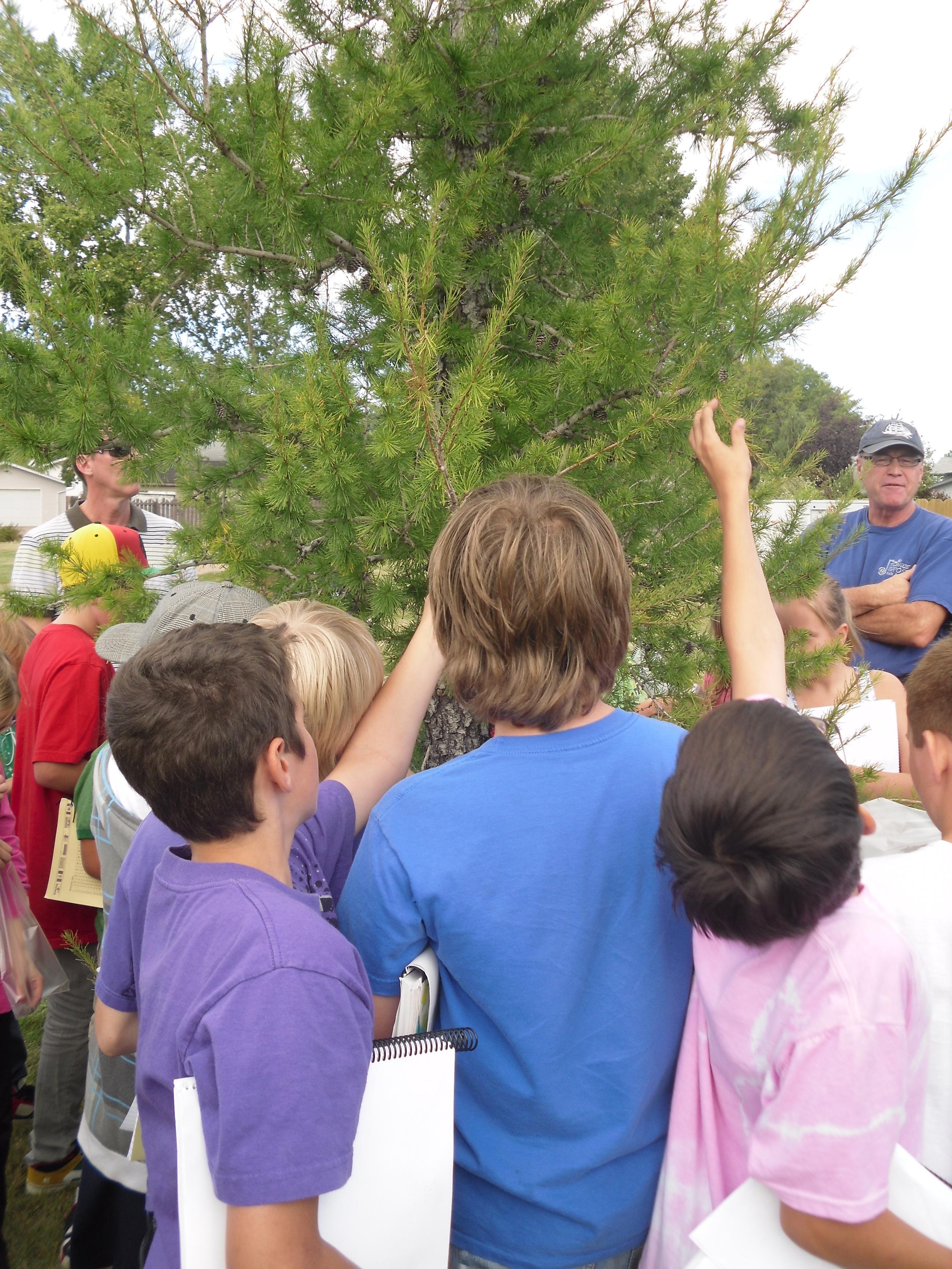 Gerry Ehlert MHC with Kora Kuehn grade 6 students at Ross Glen School