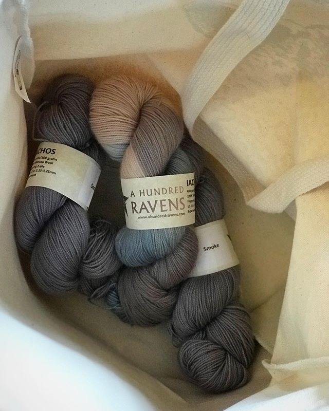 Pretty yarn discovery from @ahundredravens yesterday at @nhsheepwool 😍