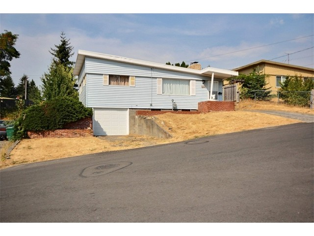 Two Bedroom and one full bath with one car garage. Great location close to shopping, schools, Renton Technical College, Boeing and The Landing. A short walk to Highlands Community Center and Park. Large backyard and outdoor space great for entertaining and late summer BBQ's.