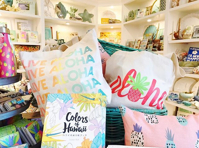 We can't help but smile every time we walk into @sandpeoplehi to see our totes front and center, along with so many other fun, colorful, and tropical gifts!!