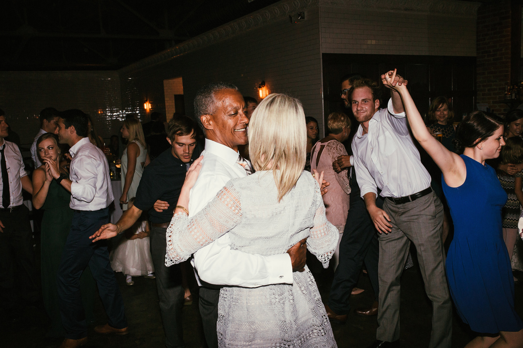 Kansas City Summer Wedding at the Guild_Kindling Wedding Photography Blog85.JPG