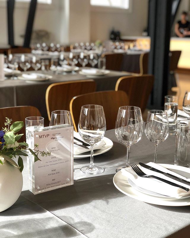 Setting the table and the guest experience for a summatime soirée 🥂