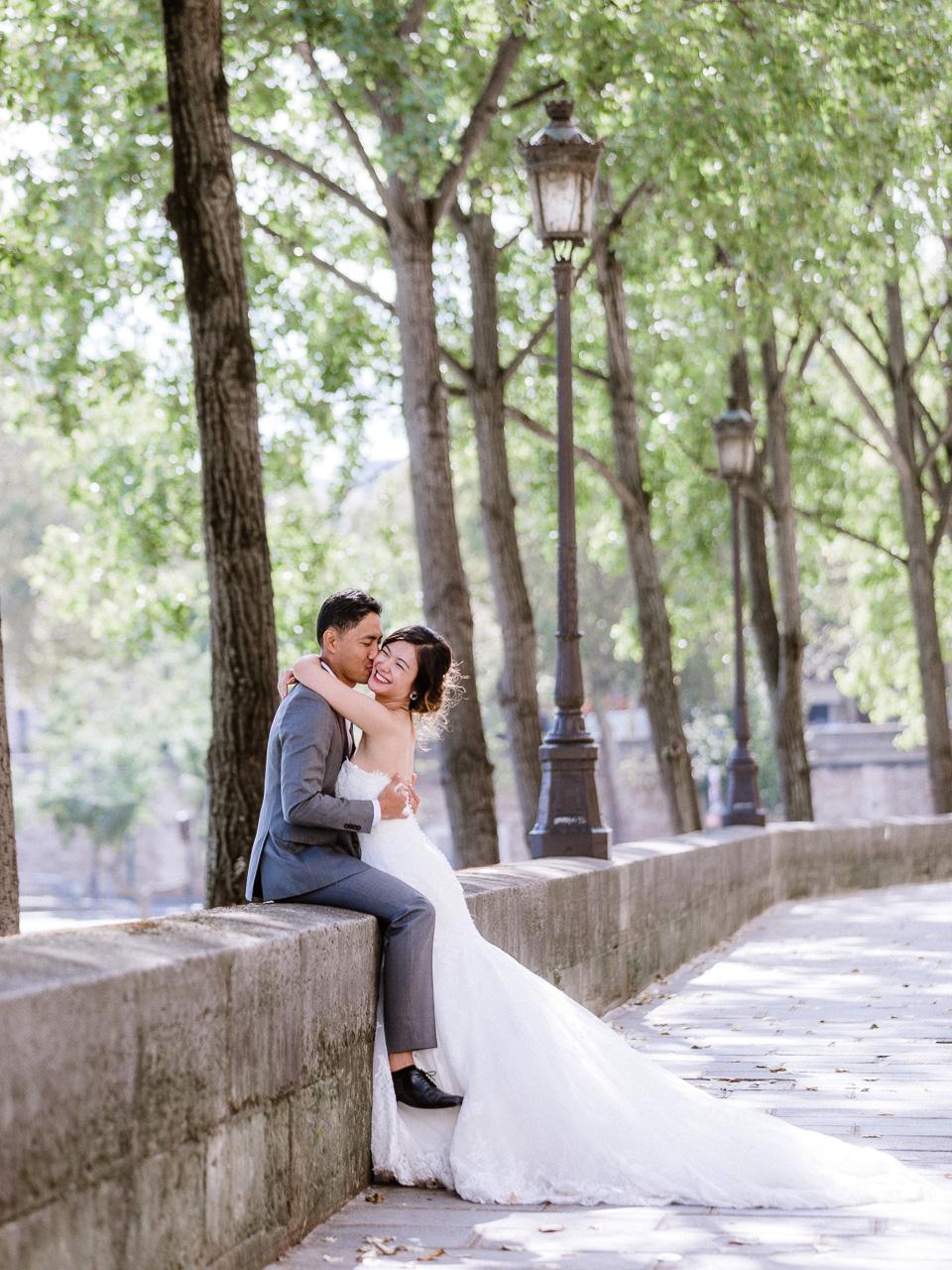 happy-couple-paris.jpg