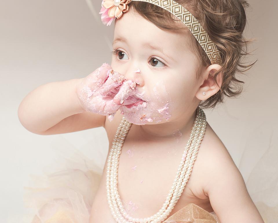 Olivia_CakeSmash-54.jpg