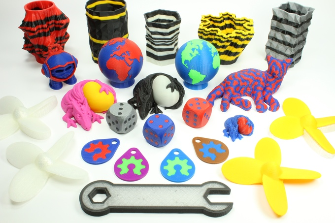 Sample dual color 3D prints from the Prometheus dual extrusion system