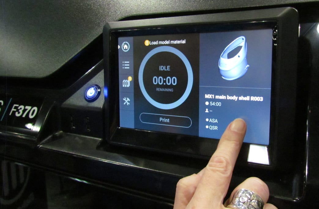The easy-to-use touch screen on the Stratasys F370